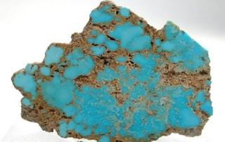 Türkis, ein Stein der Geld, Erfolg und Liebe anziehen soll, ist in vielen Kulturen ein Stein der Freundschaft. Die Indianer verbanden die Farben des Türkis mit dem blauen Himmel und der grünen Erde. Viele halten ihn auch heute noch für ein Symbol der Herkunft des Menschen aus der Natur.