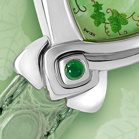 Chloé, Une ravissante montre en acier avec son élégant bracelet d'alligator vert tendre pour une femme du printemps, élégante et raffinée Swiss made