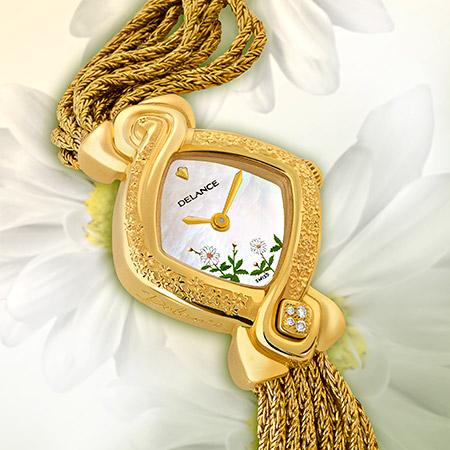 Daisy, Golduhr mit Gravur, Gold Armband, bemalte Perlmutterzifferblatt, 4 Diamanten