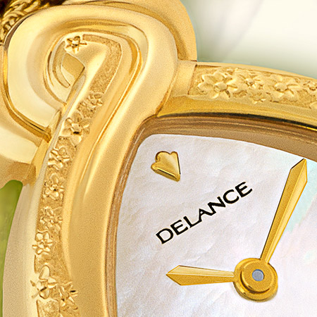 Daisy, Gold watch engraved with gold bracelet, decorated mother of pearl dial, 4 diamonds